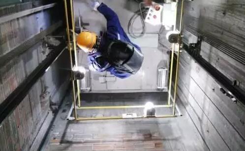 电梯维修厂家告诉您电梯维保的重要性